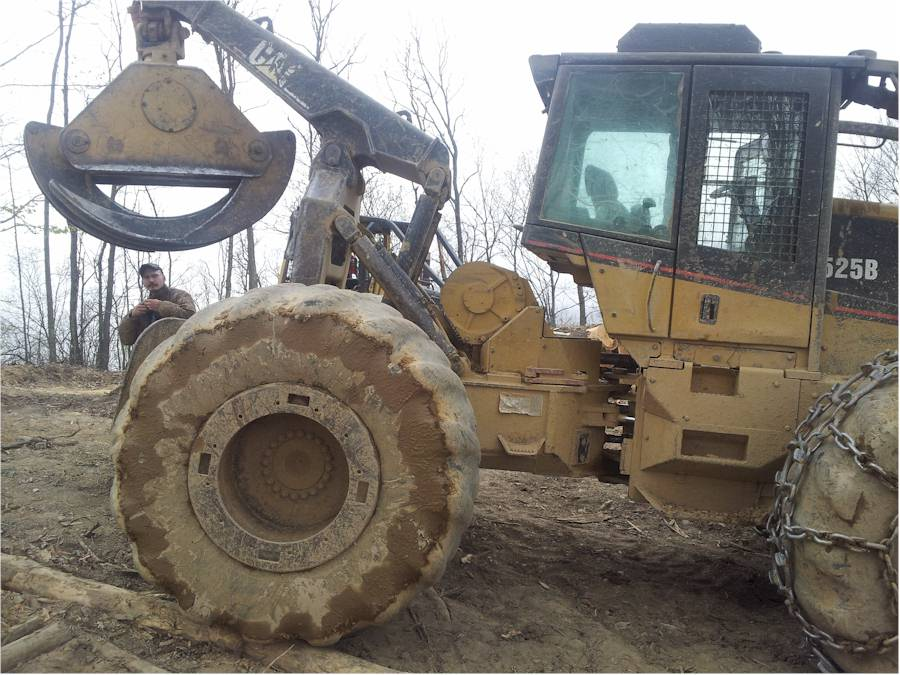 2001 525B CAT Grapple Skidder